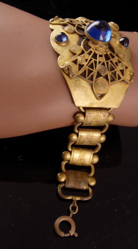 Vintage Victorian Bracelet - arched blue cab top - bookchain links - ornate golden filigree centerpiece - gothic bracelet