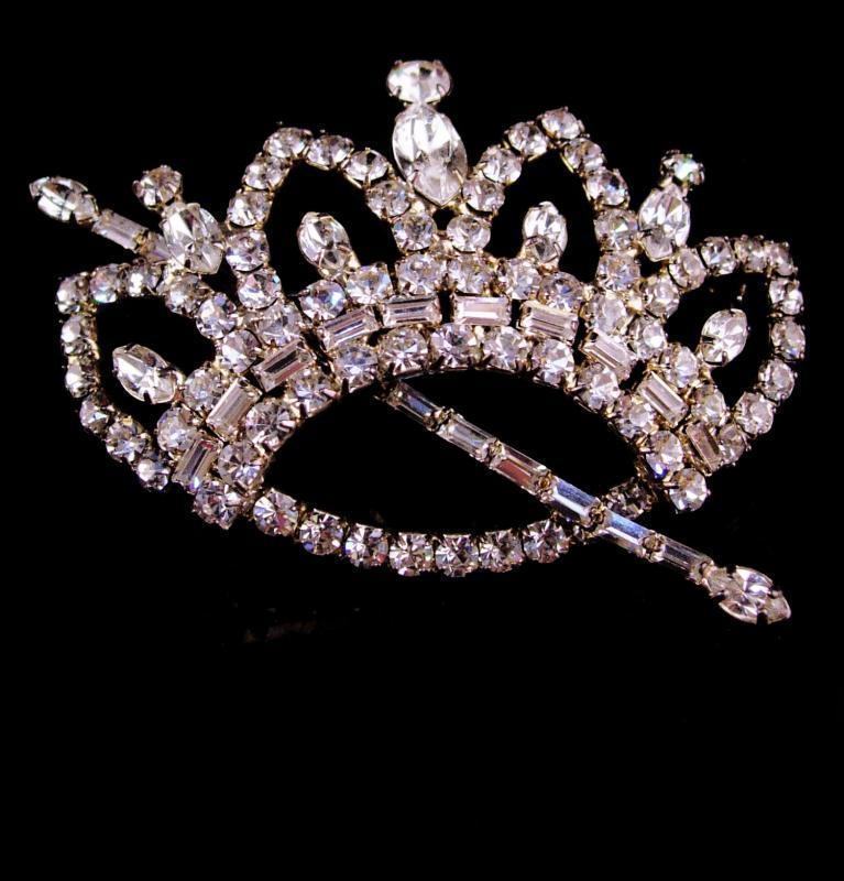 Queen Brooch - HUGE 3