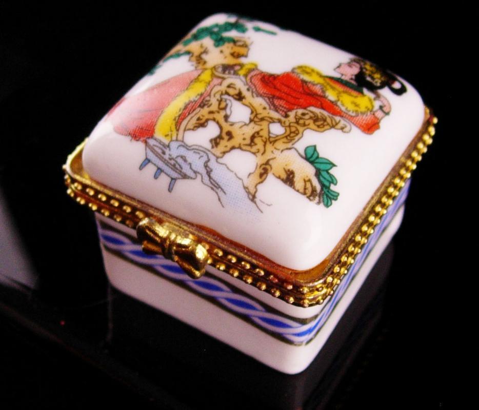 Japenese porcelain Box - Asian trinket - geisha Oriental Ring casket - keepsake jewelry case - Vintage ornate metal - gift for her