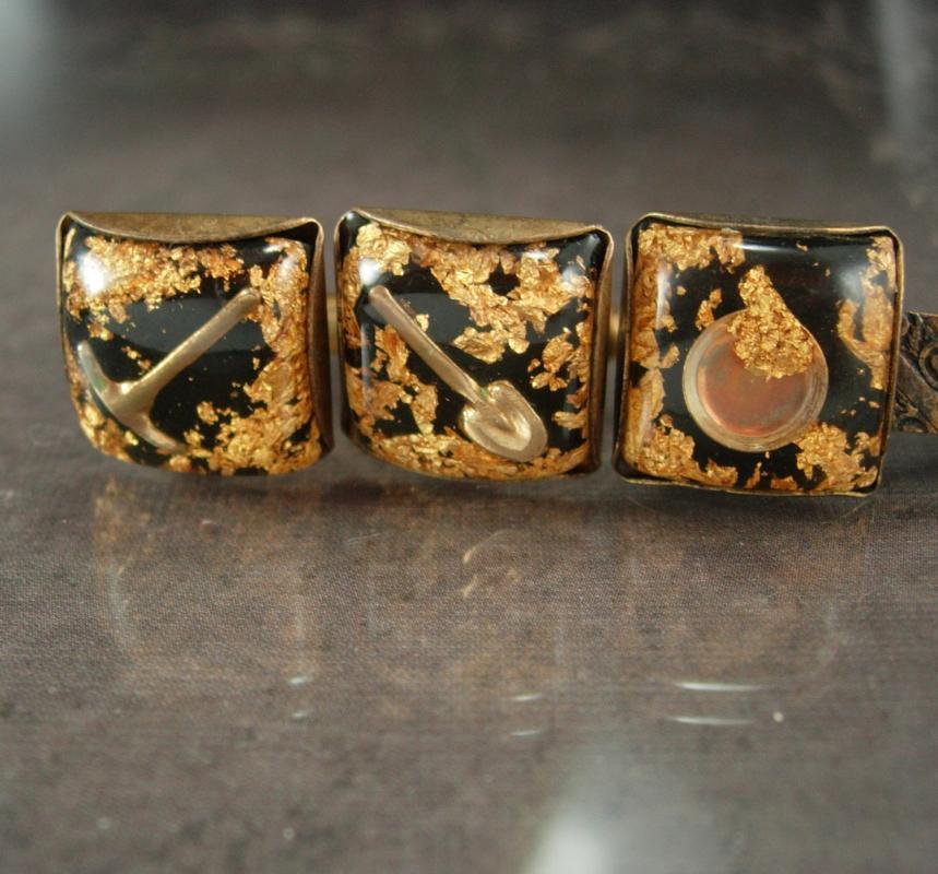 Alaska Cuff links Gold Flake Vintage Tie Clip Pick Shovel Miners Genuine flakes  see thru gold miner Tie bar