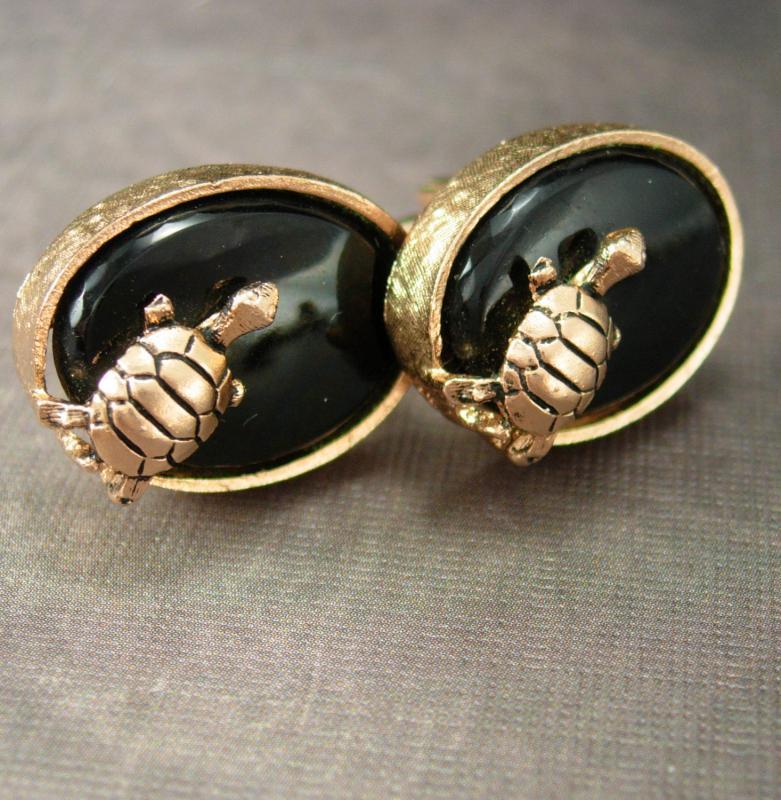 SEA TURTLE Cufflinks Figural Cufflinks Vintage Gold black cufflinks mens novelty groomsman gift  Wildlife Conservation