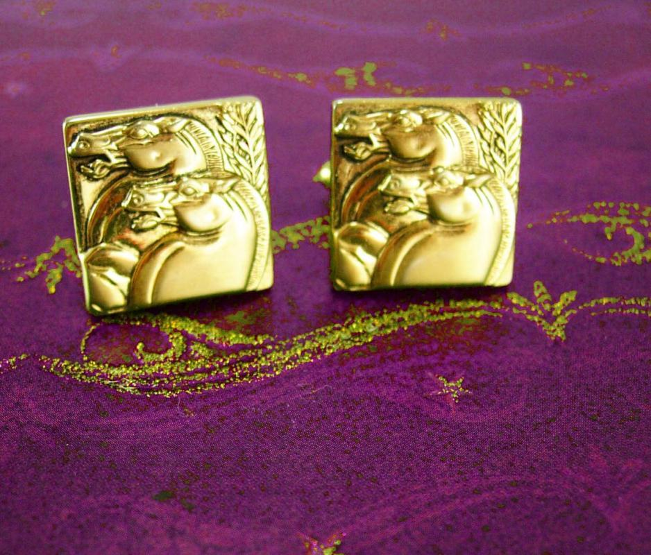 Horse Cufflinks Gold relief Cufflinks Set Vintage Gold Wild Mustang Hickok USA Designer mens cool gift equestrian cowboy