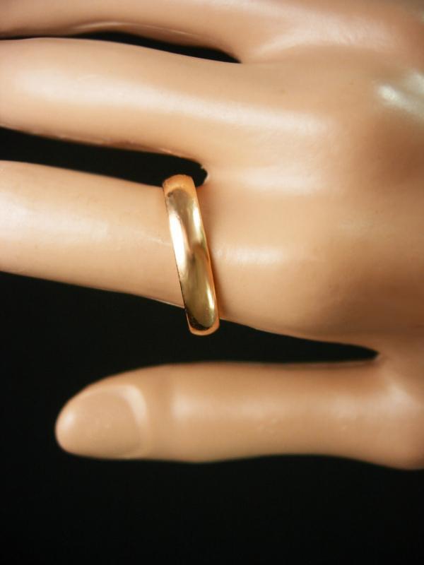 14KT GOLD wedding ring Vintage yellow GOLD Mens womens Ring Size 8 band mens ring 4.8 grams