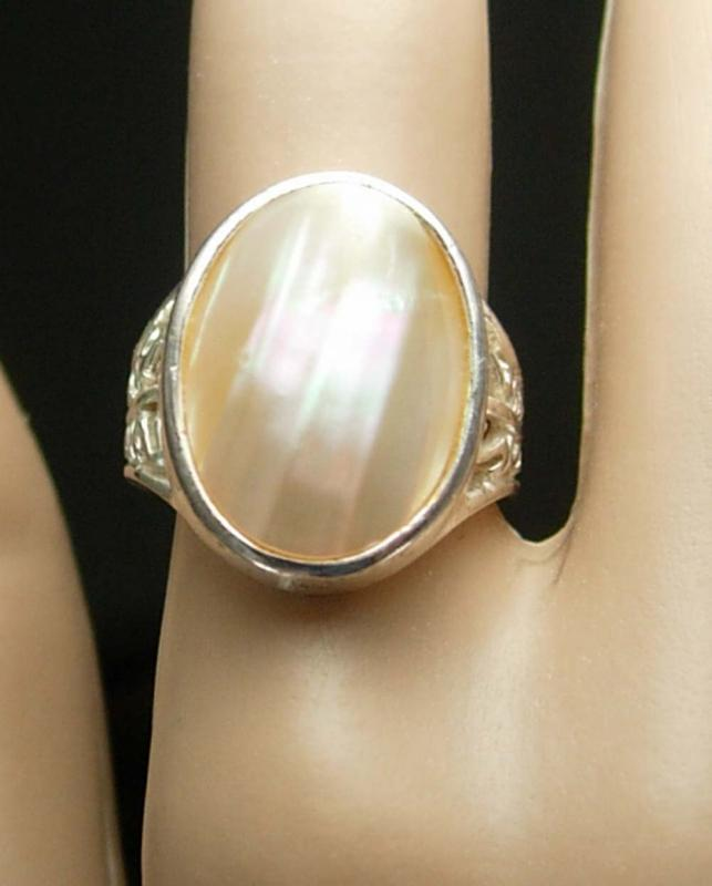 BIG & Bold RIng Vintage Faux MOP Sterling Silver Ring  925 SU mother of pearl size 6 1/2