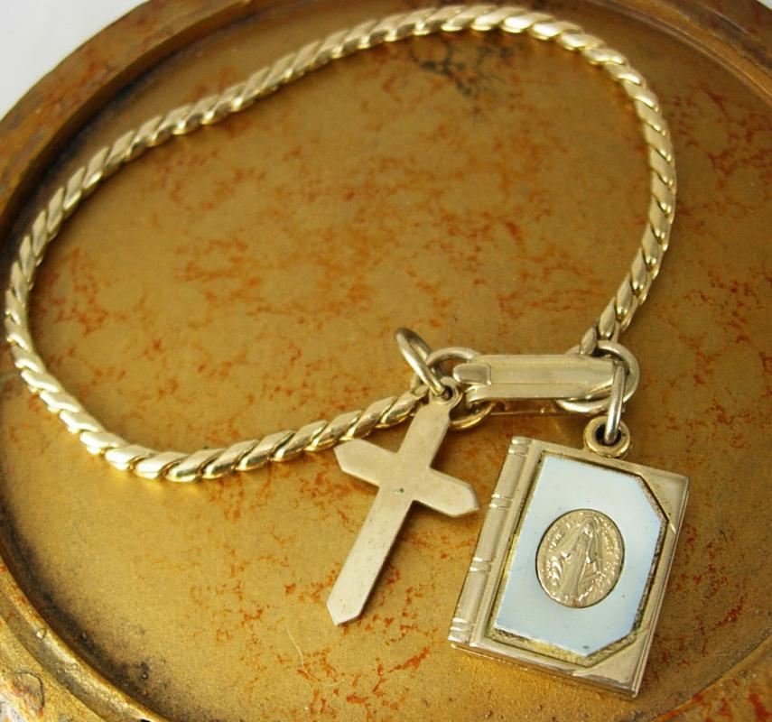 Vintage Religious Bracelet Immaculate Heart Of Mary Sliding Bible Charm Cross Gold Approx 5 1/2 Inch Long christian jewelry locket