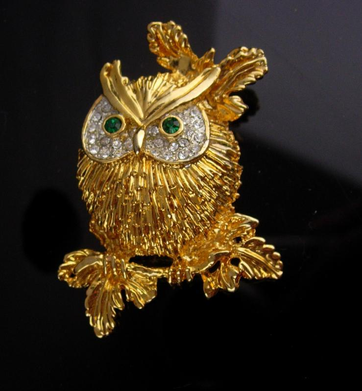Vintage Owl Brooch / sparkling rhinestones /  Bird pin / Figural costume jewelry / teacher gift / ophthalmology pin / ophthalmologist gift