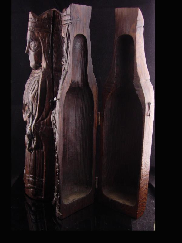 UNUSUAL Wine bottle holder - folk art king & Queen - chess pieces -  carved wood  wine bottle case - medieval Wedding - anniversary gift