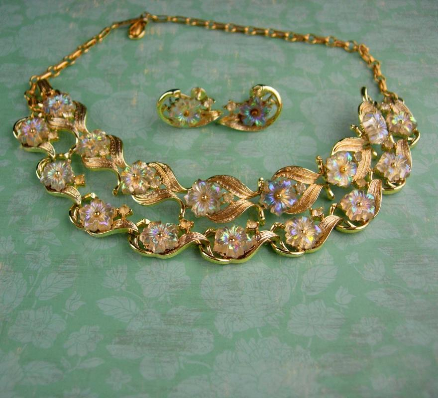 Vintage Coro Parure - iridescent flowers - Bracelet necklace & clip on earrings - estate jewelry