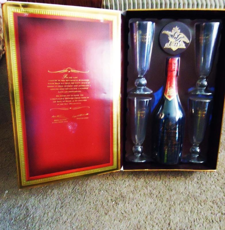 1999 Beer lovers Gift Set Tall Budweiser glasses & Bottle Never opened Mens gift