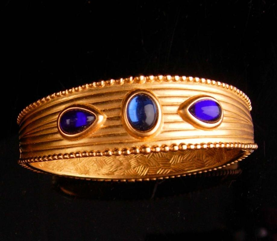 Vintage couture Bracelet - modernist blue purple cabochon bangle -  brushed gold hinged bracelet - unsigned couture jewelry