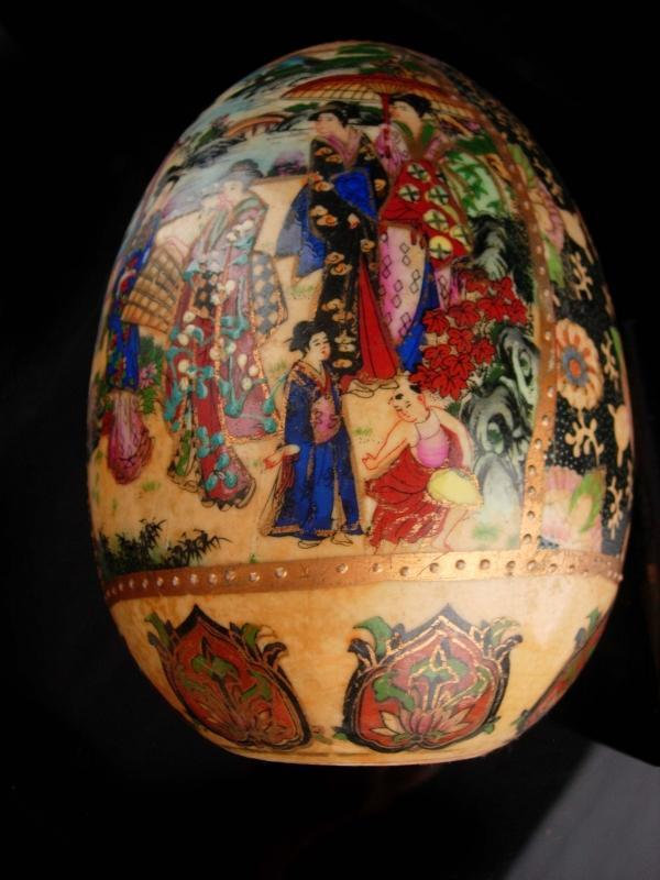 Vintage Japanese Moriage - Satsuma egg - geisha art - Japanese kimono - Japan pottery