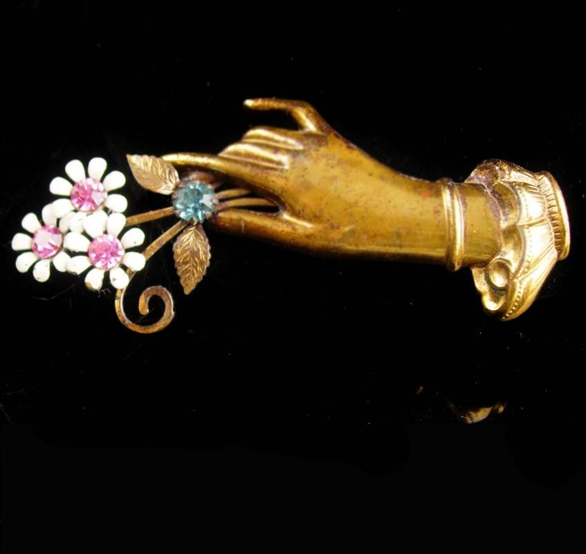 Vintage CORO Sweetheart brooch - hand holding daisy bouquet - bridesmaid gift - enamel flowers - Fingers jewelry - pink and blue and gold