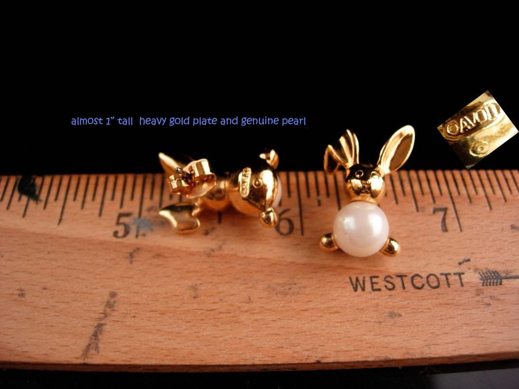 whimsical Rabbit earrings / Vintage bunny gold set  / Pearl earrings /  gold novelty animal jewelry