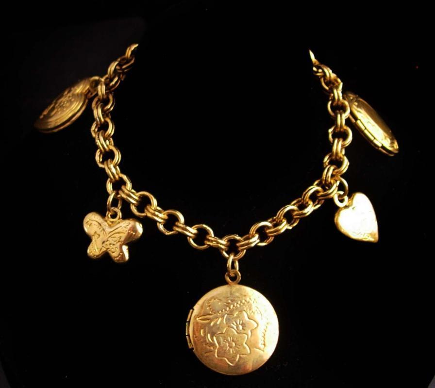 vintage locket Bracelet - heart locket - specialty gift - sentimental Gift for mom - sympathy gift