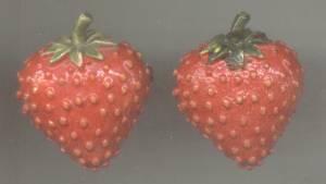 Brooch/Pr. Enameled Strawberry