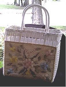Purse/Straw White W/Plastic Flower Decorative Panel/Beach Bag Stlye