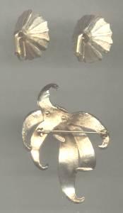 Set(s)/Brooch&Ear Clips/Pearlized Enamel Bunch Of Ribbons/Floral Ear Clips
