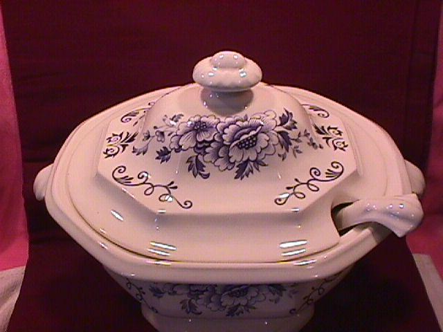 Iroquois Fine China (Clinton Inn) Covered Tureen