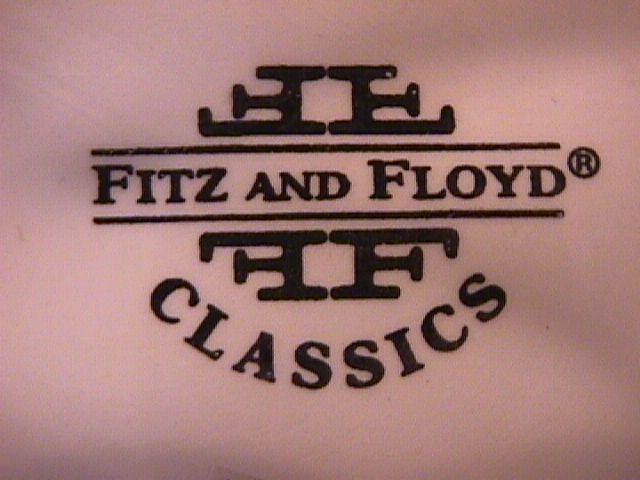 Fitz & Floyd (Classics Holly & Berries) Cake Plate