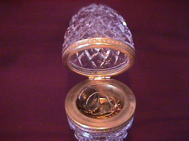 Lead Crystal (Egg Casket) Jewelry Stand