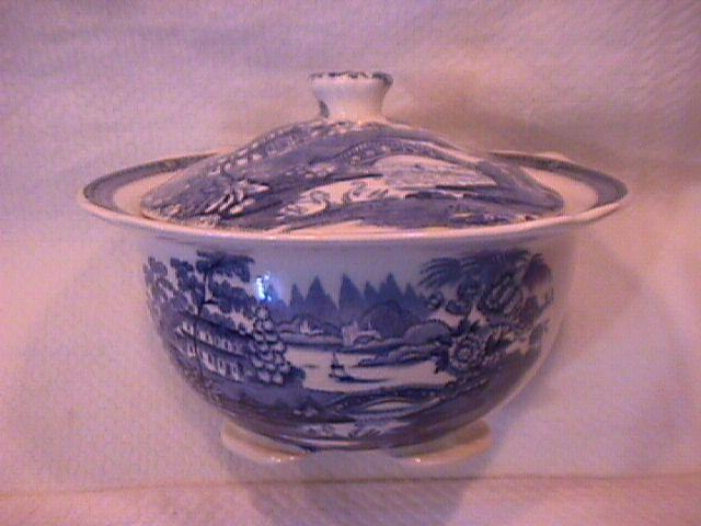 Royal Staffordshire-Clarice Cliff (Tonquin Blue) Covered Sugar
