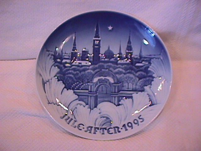 Bing & Grondahl Christmas Plate (Towers of Copenhagen ) 1995