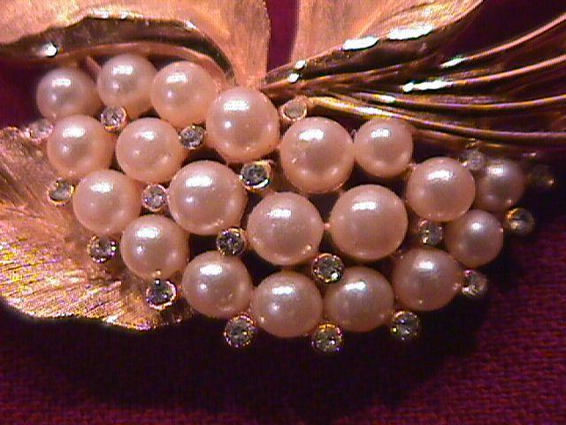 Vintage Trifari Brooch with Pearls
