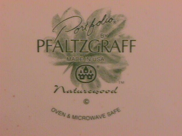 Pfaltzgraff (Naturewood) Covered Round Vegetable