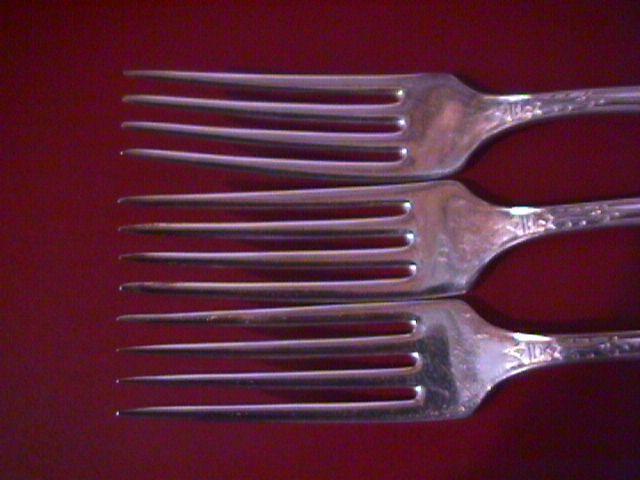 ONEIDA 3 DINNER FORKS