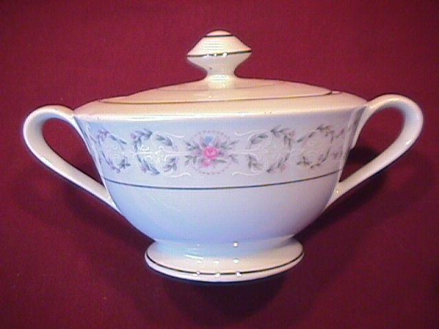 Fine China of Japan, (Fair Lawn #3826) Covered Sugar