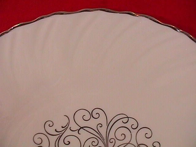VALERA E-537 DINNER PLATE LENOX