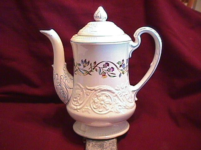 WEDGWOOD ARGYLE TL-397  Covered Coffee Pot 8 1/2