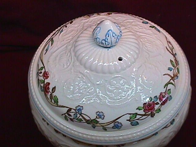 WEDGWOOD ARGYLE TL-397  Covered Soup Toureen W/Vented Lid 7