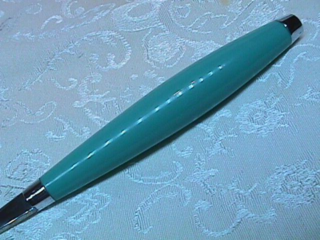 FIESTA TURQUOISE DINNER FORK BY: HOMER LAUGHLIN