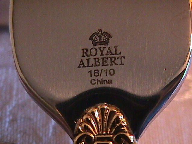 OLD COUNTRY ROSES 10 PIECE STEAK KNIFE & CARVING  SET IN CHEST BY: ROYAL ALBERT 1962