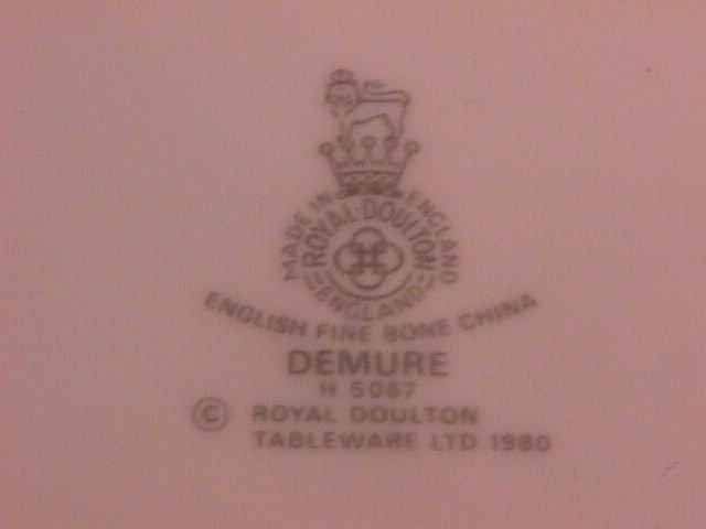 Royal Doulton Demure-H-5067 Dinner Plate