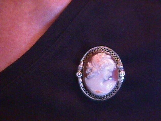 Victorian Gold-Filled Filigree Cameo Pin/Pendant