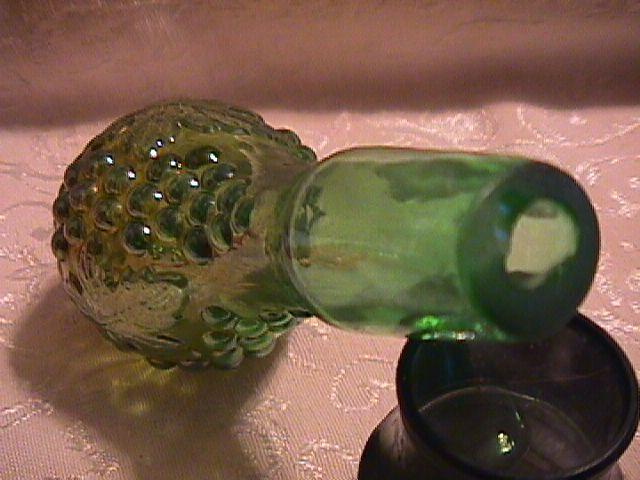 GRAPE & CABLE STOPPER FOR COLOGNE BOTTLE IN GREEN BY: NORTHWOOD