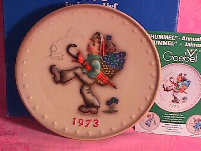 Hummel Annual Christmas Plate-1973 Mint W/Box