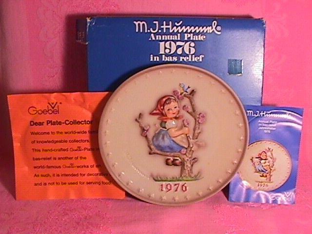 Hummel Annual Christmas Plate-1976 Mint W/Box