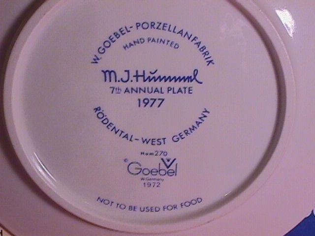 Hummel Annual Christmas Plate-1977 Mint W/Box