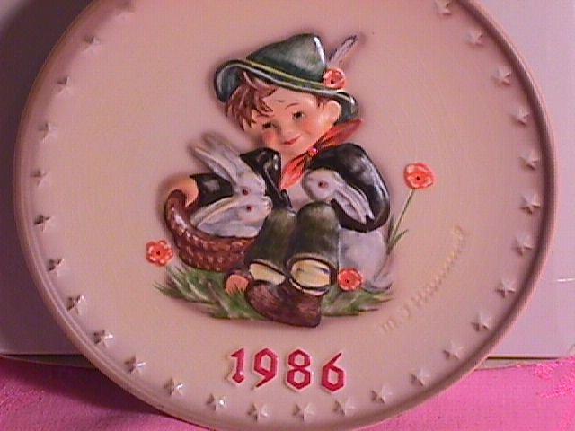 Hummel Annual Christmas Plate-1986 Mint W/Box
