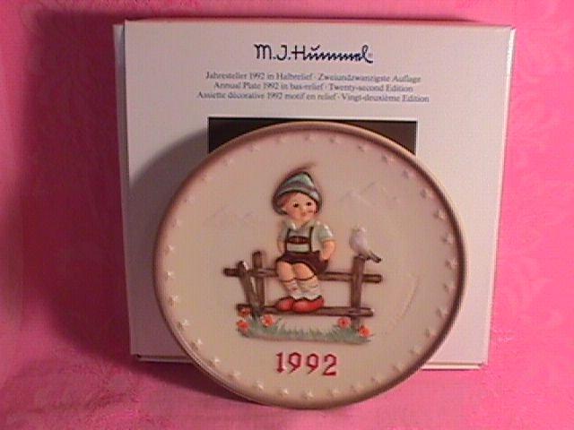 Hummel Annual Christmas Plate-1992 Mint W/Box