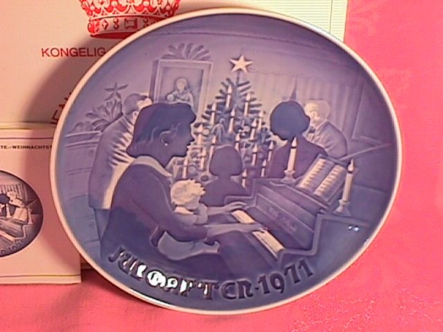 Bing & Grondahl Christmas Plate 1971-Christmas At Home