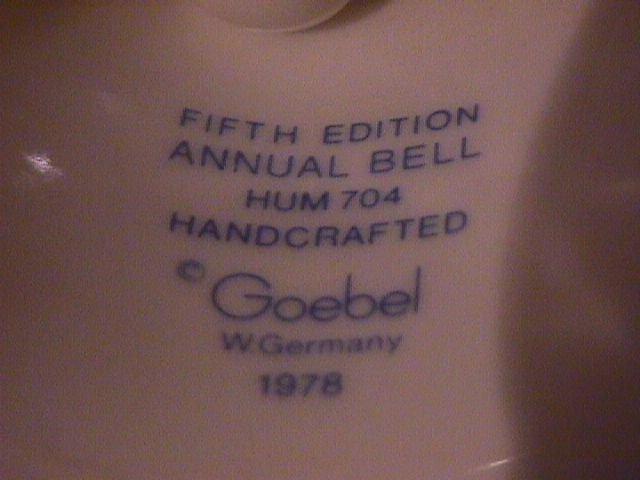 Hummel Annual Bell=1982= 5th Edition: She Loves Me, She Loves Me Not