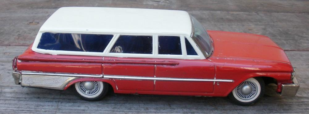 Vintage 1950's Ford Station Wagon Japanese Tin Car Battery Operated