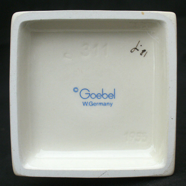 Vintage Hummel Goebel Kiss Me Girl #311 TMK6