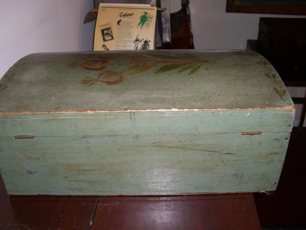 Painted New  Hampshire Dower Box