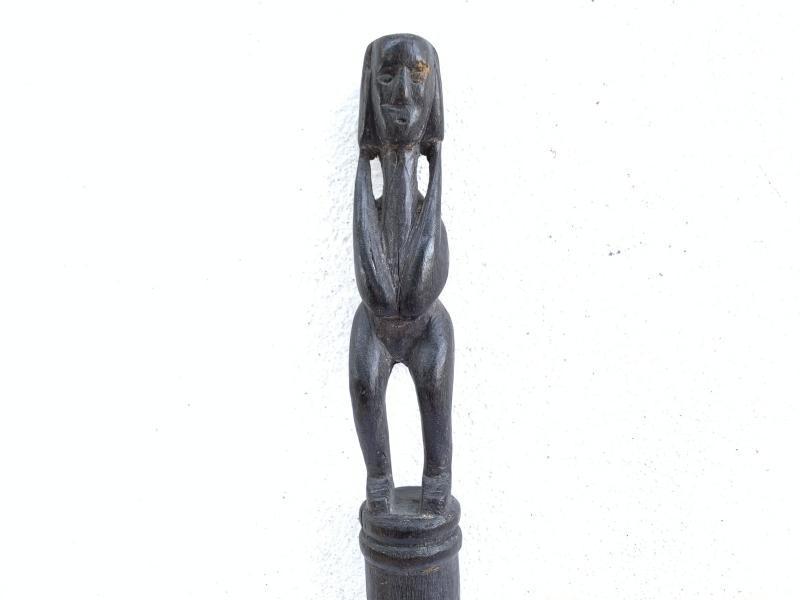 BLACK HARDWOOD DAYAK RITUAL POLE Old TunTun Figure Headhunter Dyak Statue Borneo