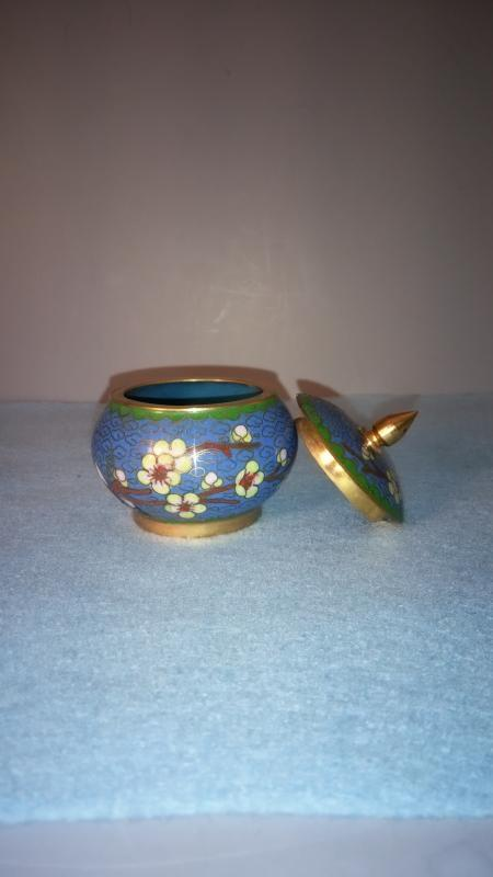 Cloisonne box with lid